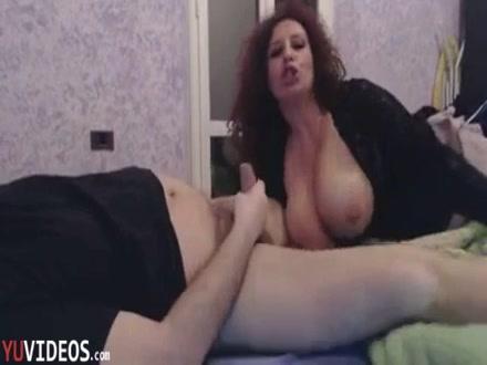 Mammina Tettona Succhia il cazzo al Figliastro [ITA]