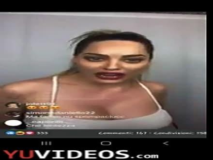Paola Saulino vogliosa coi capezzoli duri